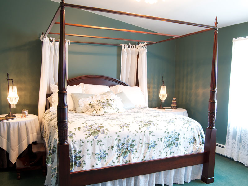 King Size Four Poster Feather Bed at The Filigree Inn B&B Near Canandaigua Lake