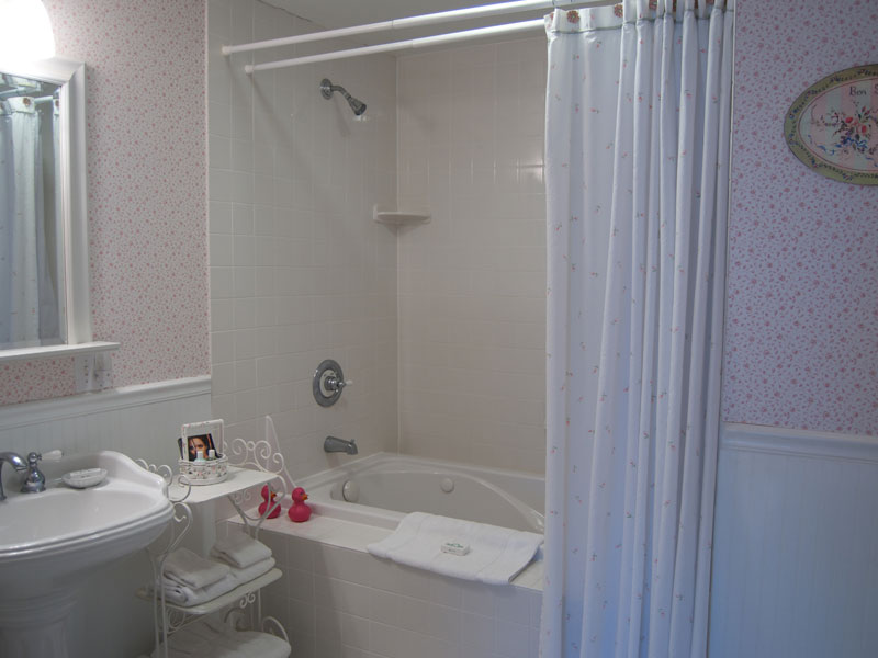 The Hanna Suite Bathroom